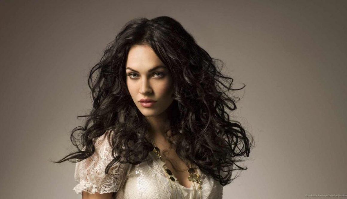 megan-fox-with-waving-curly-hair